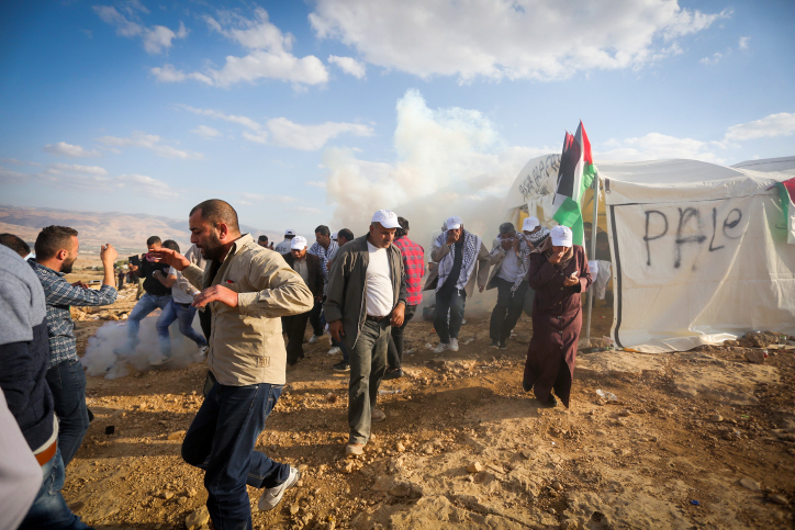 Palestinians and Israeli activists attend a demonstration against the construction of Jewish settlements in the Jordan Valley, in the West Bank. November 17, 2016. Photo by FLASH90 *** Local Caption *** ???? ?????