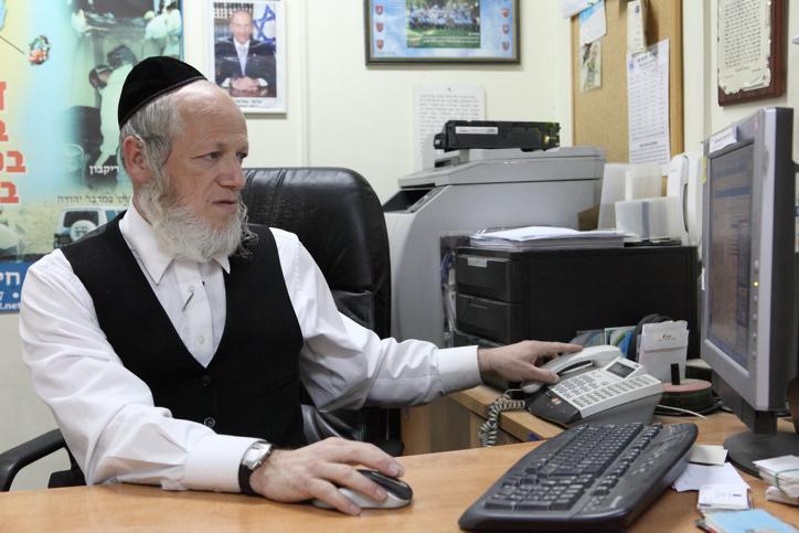 "**FILE**ZAKA leader Rabbi Yehuda Meshi-Zahav on February 4, 2010.  Photo by Yaakov Naumi/Flash90. **YATED NEEMAN & KIKAR SHABAT & KOOKER OUT** **FILE** *** Local Caption *** ????? ??? ??? ??""?"