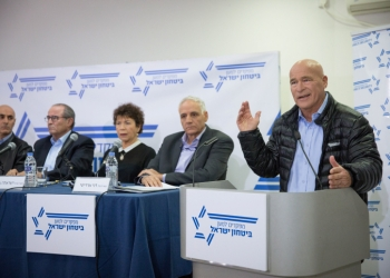 """Former commissioner of the Israeli Police Assaf Hefetz attends a press conference organized by """"Commanders for Israel's Security""""  in Tel Aviv, on January 15, 2017. Photo by Miriam Alster/Flash90 *** Local Caption ***  ????? ?????? ???? ?????? ????? ????? ??? ??? ???? ??? ???"""