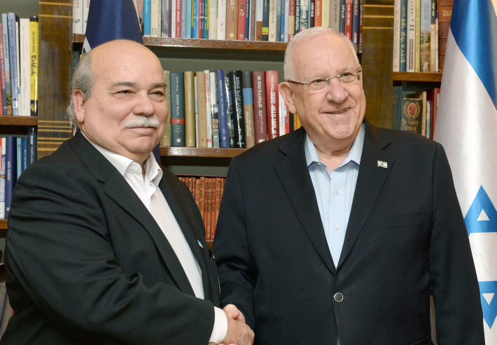 Israeli president Reuven Rivlin (R) shake hands with President of the Greek Parliament Nikos Voutsis during their meeting at the president residence in Jerusalem on January 26, 2017. Photo by Mark Neyman/GPO *** Local Caption *** ???? ?????? ????? ?????? ???? ?????? ???? ??? ??????