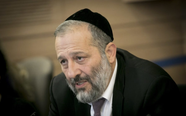 Minister of Interior Affairs Aryeh Deri speaks during a Finance Committee meeting at the Knesset on November 8, 2016. Photo by Yonatan Sindel/Flash90 *** Local Caption *** כנסת ועדת כספים אריה דרעי שר הפנים