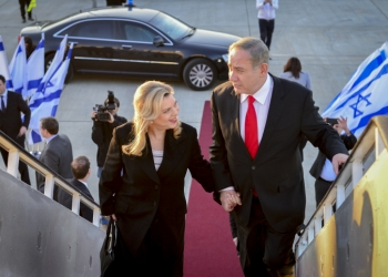 Israeli Prime Minister Benjamin Netanyahu and his wife Sara seen boarding the airplane to London for an official visit. February 5, 2017. Photo by Kobi Gideon / GPO *** Local Caption *** ??? ?????? ?????? ?????? ??????? ???' ??? ?????? ???? ?????? ?? ?????? ????? ?????? ????? ???????