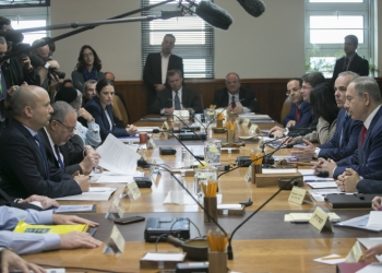 Israeli Prime Minister Benjamin Netanyahu leads the weekly cabinet meeting at the Prime Minister's office in Jerusalem on January 29, 2017. Photo by Ohad Zwigenberg/POOL *** Local Caption *** ????? ?????  ??? ?????? ?????? ?????? ???? ????? ??? ?? ??????