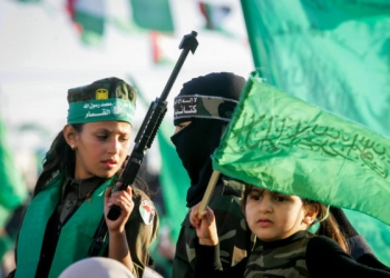 Hamas supporters take part in a rally marking the 29th anniversary of the founding of the movement on December 11, 2016, in Khan Yunis, in the southern Gaza Strip. Photo by Abed Rahim Khatib/Flash90 *** Local Caption *** çîàñ ôìñèéðéí ôìùúéðéí ôìñèéðé òæä çîåùéí