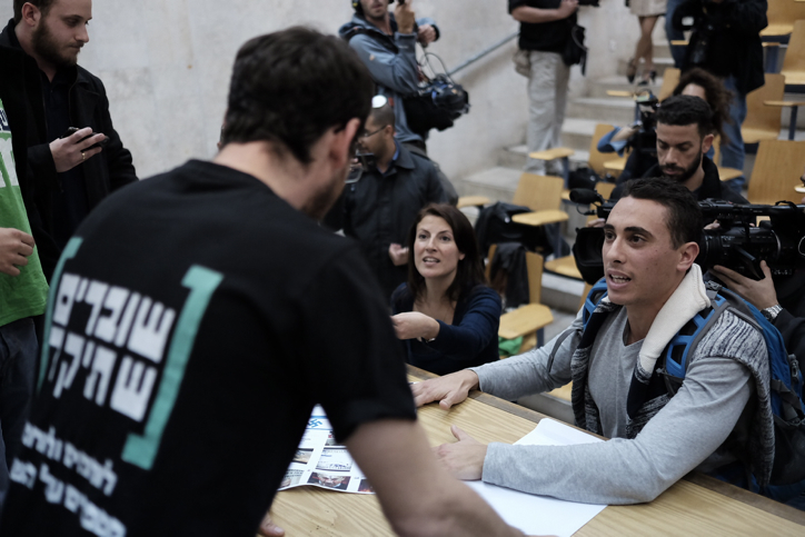 "Students attend an event organized by ""Breaking the Silence"" organization at the Tel Aviv university, on January 17, 2016. Photo by Tomer Neuberg/FLASH90 *** Local Caption *** ?????? ????? ????' ?""?"