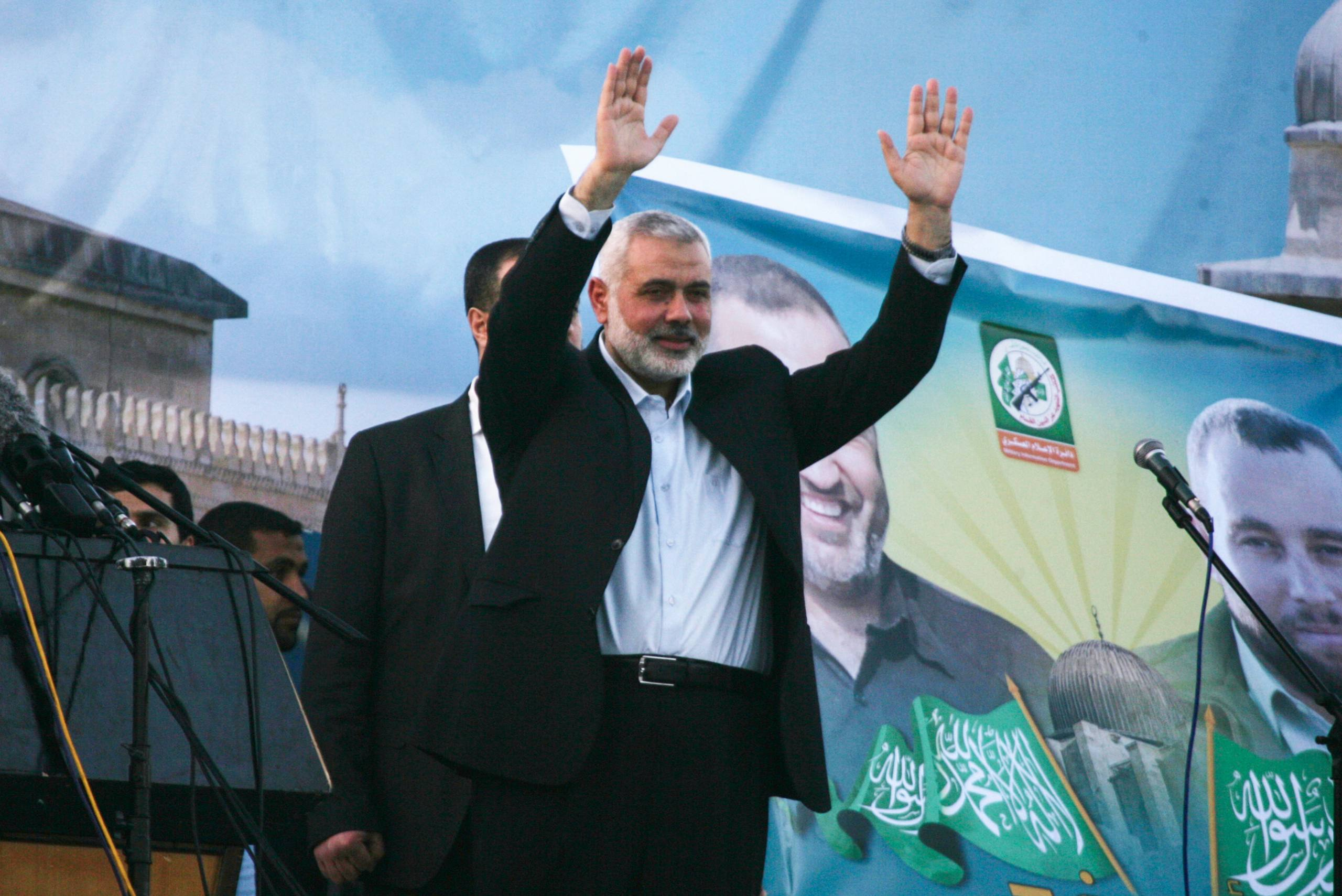 Head of the Hamas movment, Ismail Haniya, waves to the crowd during an anti-Israel rally on February 26, 2016, in the southern Gaza Strip town of Rafah. Photo by Abed Rahim Khatib/ Flash90 *** Local Caption *** çîàñ ôìñèéðéí ôìùúéðéí ôìñèéðé òæä àéñîòéì äðééä