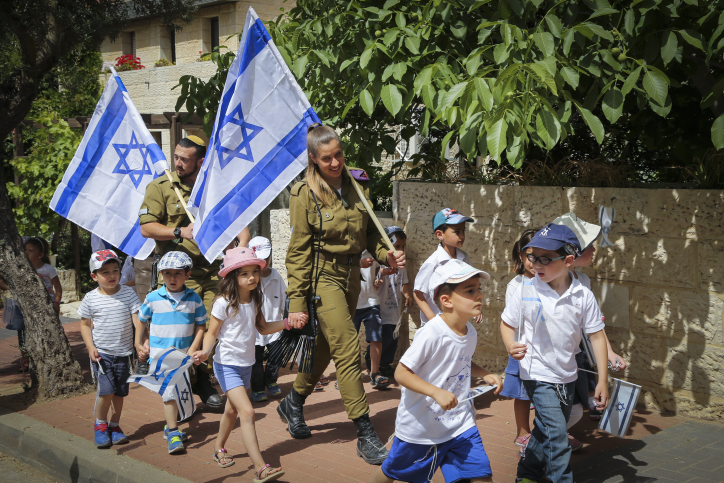 Israeli soldiers march with Kindergarten children from Efrat as they celebrate the upcoming 68th Independence in Efrat, Gush Etzion, May 9, 2016. Photo by Gershon Elinson/Flash90 *** Local Caption *** ???  ?????  ?? ????? ???? ????? ??? ??????? ??????