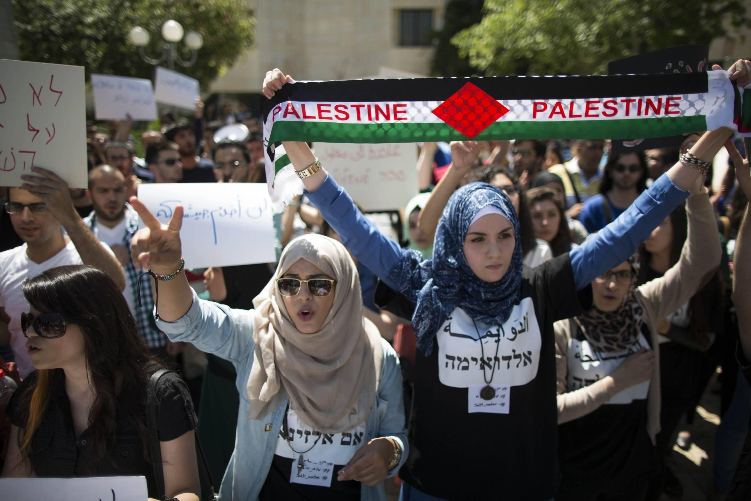 Arab Israeli and left wing student activists hold protest during a rally marking the upcoming Nakba anniversary at the Hebrew University in Jerusalem on May 14, 2014. Palestinians mark the Nakba on May 15, commemorating the expulsion and fleeing of Palestinians from their lands as a result of the 1948 war that led to the creation of the Jewish state. Photo by Yonatan Sindel/Flash90 *** Local Caption *** ñèåãðèéí òøáé éùøàì åôòéìé ùîàì òåøëå è÷ñ æéëøåï ì ðëáä ùì òøáé éùøàì îùðú 48  ùîåìí îôâéðéí ðâã ôòéìé àí úøöå  á àåðéáøñéèä ä òáøéú á éøåùìéí ð÷áà ð÷áä