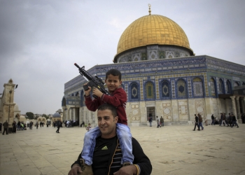A palestinian child plays with a toy gun on his father's shoulders at the Al Aqsa Mosque compound in Jerusalem's Old City on Friday, November 6, 2015. Photo by Muammar Awad/Flash90 *** Local Caption *** ?? ???? ?? ???? ???? ???? ??????? ???????? ??????? ??? ???? ?????