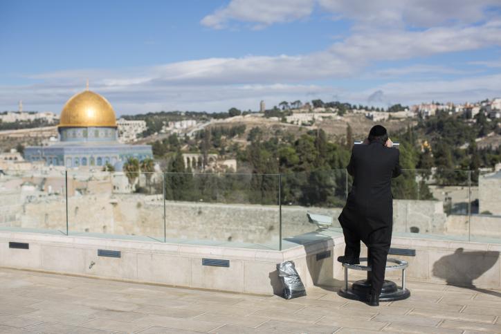 An ultra orthodox man looks through binoculars at the view of Jerusalem on November 16, 2014. Photo by Yonatan Sindel/Flash90 *** Local Caption *** ???? ????? ??????? ??? ???? ?? ???? ?? ?????