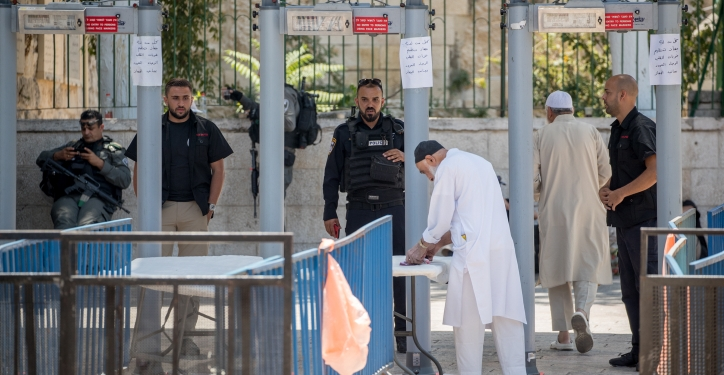 "Muslim worshippers pass newly places metal detectors to enter the Temple Mount for their noon prayers at the Lion's Gate, in Jerusalem's Old City. The Temple Mount was reopened following last weeks terror attack when two Israeli Arabs opened fire and killed two Israeli police men. July 19, 2017. Photo by Yonatan Sindel/Flash90 *** Local Caption *** ?? ???? ????? ????? ????? ????????? ?????? ??""? ??????? ???????"