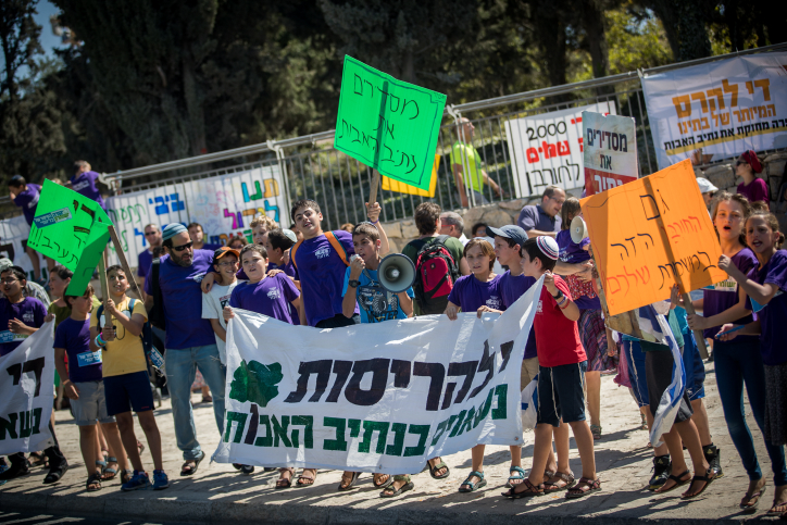 Residents and supporters of Netiv Ha'avot neighborhood in Gush Etzion protest in front of the Prime Minister office in Jerusalem on August 6, 2017. Residents and supporters of Netiv Ha'avot neighborhood in Gush Etzion protest on Sunday against the Supreme Court ruling to demolished 15 homes in the neighborhood, in front of the cabinet meeting at the Prime ministers office. Photo by Yonatan Sindel/Flash90 *** Local Caption *** ???? ????? ???? ???? ?? ?????? ??????? ???? ??? ?????? ???? ???? ??? ?????