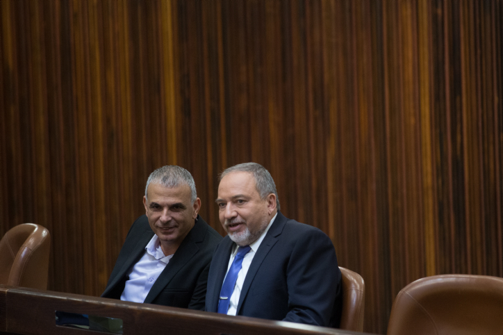 Finance Minister Moshe Kahlon speaks with Leader of Yisrael Betyeinu party Avigdor Liberman (R) at the assembly hall of the Israeli parliament on November 18, 2015, during the state budget vote for 2015-2016. Photo by Yonatan Sindel/Flash90 *** Local Caption *** ??? ????? ????? ???? ????? ????? ?????? ??????? ??????