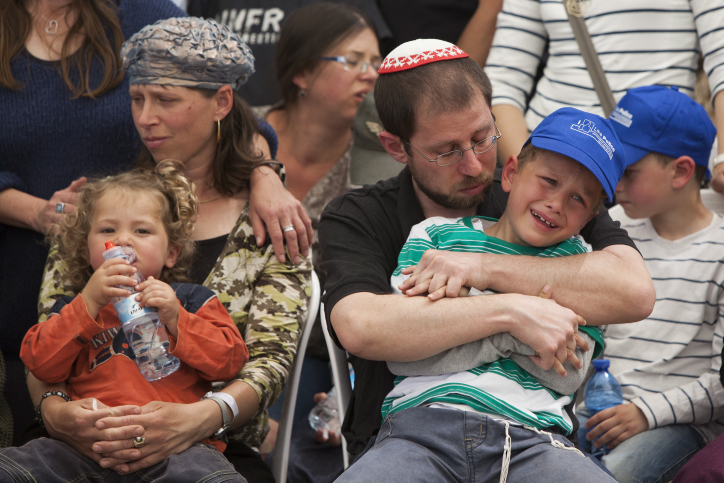 The family of Baruch Mizrahi, a senior police officer of the Israel Police intelligence, mourn during the funeral at the military cemetery of Mount Herzl in Jerusalem on April 16, 2014. Baruch Mizrahi was killed by Palestinian militants on 14 April near the West Bank city of Hebron while driving with his wife and young son who was also injured in the attack, as they where on their way for the Passover dinner.Photo by Yonatan Sindel/Flash90  *** Local Caption *** ????? ???? ??? ??? ????? ???? ????? ?????