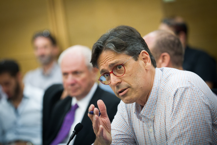 """Head of the foreign news desk and international commentator for Channel 2 News, Arad Nir,  seen  at a conference organized by NGO Monitor, entitled """"15 years of the Durban conference"""", held at the Israeli parliament, on June 20, 2016. Photo by Miriam Alster/Flash90 *** Local Caption *** ??? ??? ???? 2 ????"""