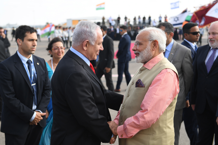 """Israeli Prime Minister Benjamin Netanyahu with his Indian counterpart Narendra Modi during a farewell ceremony in his honour at the Ben Gurion International Airport in Tel Aviv on July 06, 2017. Photo by Kobi Gideon/GPO *** Local Caption *** ??? ?????? ?????? ?????? ???? ???? ????? ???? ?????? ???? ???? ?????? ??????, ???? ????? ????""""?."""