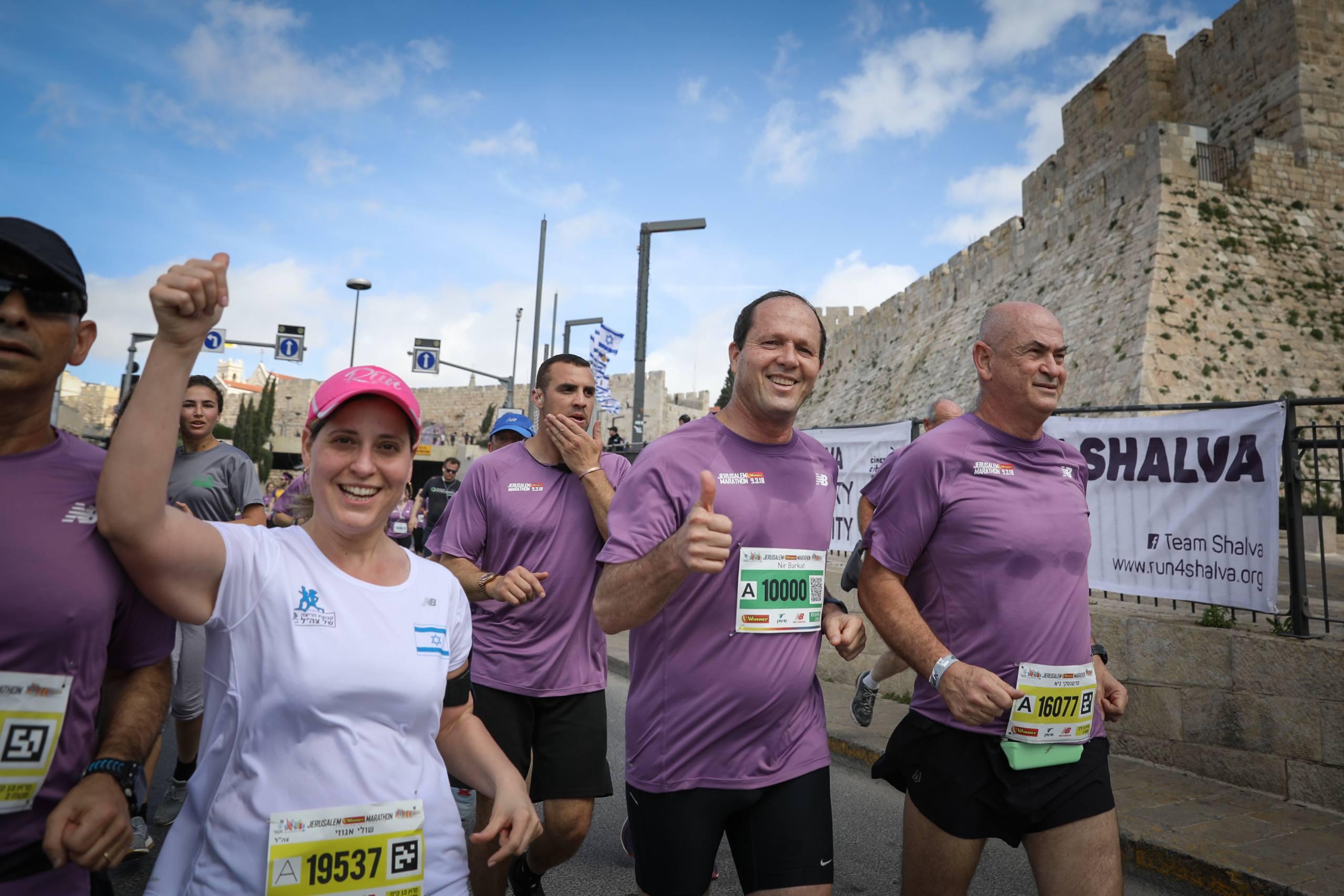 Jerusalem Mayor Nir Barkat take part in the 2018 international Jerusalem Marathon on March 9, 2018. Photo by Noam Revkin Fenton/Flash90 *** Local Caption *** ספורט ריצה מרתון ירושלים רצים 2018