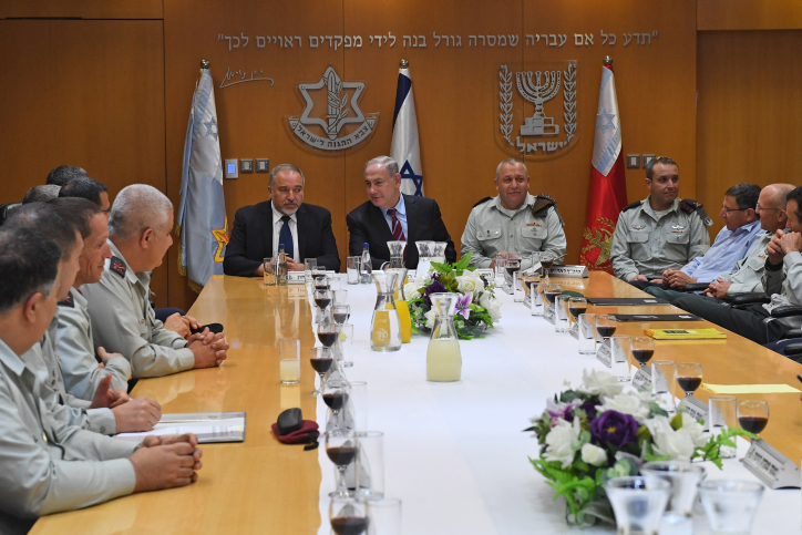 """Prime Minister Benjamin Netanyahu and Defense Minister Avigdor Liberman meet with the IDF Headqurters Forum to raise a toast for the upcoming Israeli Independence Day, at the Kirya in Tel Aviv, on April 20, 2017. Photo by Kobi Gideon / GPO *** Local Caption *** ??? ?????? ?????? ??????  ???? ?? ???? ????? ???""""?  ???? ????? ???? ??? ??????? ?????, ?? ????"""