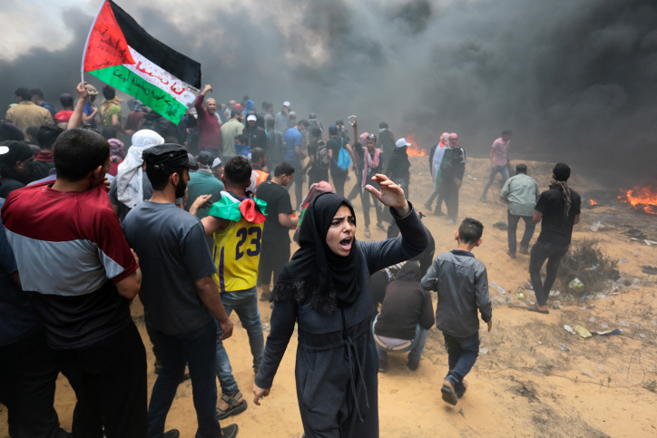 Palestinian protesters during clashes with Israeli forces near the Gaza-Israel border in Rafah, Gaza on May 14, 2018. Photo by Abed Rahim Khatib/Flash90 *** Local Caption *** ???????? ????? ???? ????? ???? ??? ??????? ?????? ??? ????? ??? ??? ?????