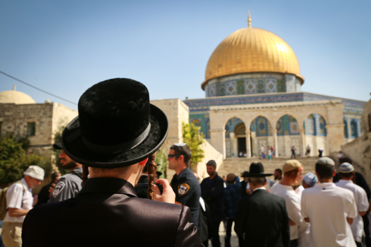 Jews visit the Temple Mount compound, site of the Al Aqsa Mosque and the Dome of the Rock in Jerusalem Old City, during the Jewish holiday of Sukkot, October 8, 2017. Photo by Yaakov Lederman/Flash90 *** Local Caption *** ?? ???? ?? ???? ???? ???? ????? ????? ??????? ??? ????? ?????