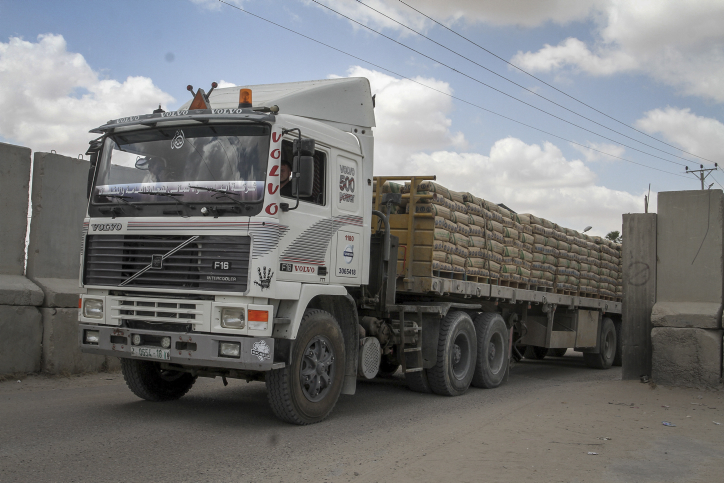 A Palestinian truck loaded with bags of cement after it entered the southern Gaza Strip from Israel through the Kerem Shalom crossing in Rafah, on May 23, 2016. Israel said on May 22 it was lifting a ban imposed last month on private imports of cement to the Hamas-run Gaza Strip. The ban was imposed in early April, with Israel accusing Imad al-Baz, deputy director of the Hamas economy ministry, of diverting supplies. Photo by Abed Rahim Khatib/ Flash90 *** Local Caption *** ???? ??? ????  ????? ???? ??? ????? ??? ????? ???? ????? ????? ????? ???? ?????