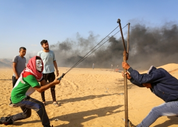 Palestinian protesters during clashes with Israeli forces near the Gaza-Israel border in the Gaza Strip, in Khan Yunis on June 1, 2018. Photo by Abed Rahim Khatib/Flash90 *** Local Caption *** ???????? ????? ???? ????? ???? ??? ??????? ?????? ??? ????? ??? ??? ?????