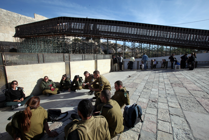The wooden footbridge leading up from the Western Wall  to the sacred compound where al-Aqsa mosque and the Dome of the Rock shrine in Jerusalem's Old City December 12, 2011.The bridge was closed today for visitors because of safety reasons. Photo by Yossi Zamir/Flash 90 *** Local Caption *** ??? ?? ??? ??? ???????? ?????? ????