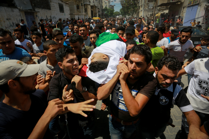 People carry the body of Palestinian Mumin Fethi al-Hams, who was killed by Israeli troops during protests at the Israel-Gaza border, during his funeral in Rafah, in the southern Gaza Strip, on July 28, 2018. Photo by Abed Rahim Khatib/ Flash90 *** Local Caption *** ???????? ??? ????? ??? ?????? ???? ??? ??? ????? ?????? ????? ????