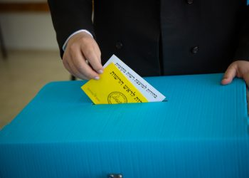 """Beitar Illit Mayoral candidate Meir Rubinstein casts his ballot at a voting station during the Municipal Elections, on October 30, 2018, in Beitar Illit. Photo by Aharon Krohn/Flash90 *** Local Caption *** ???? ????????? ??? ??? ???""""? ???? ???? ???? ?????? ??????? ????? ???? ????? ????? ????? ?????? ??????? ??????? ?????? ??? ????"""