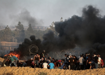 Palestinian protesters clash with Israeli troops near the Gaza-Israel border, east of the southern Gaza Strip city of Rafah, on Sept. 21, 2018. At least one Palestinian was killed and 312 were injured on Friday in clashes in eastern Gaza Strip bordering Israel, the health ministry said. Photo by Abed Rahim Khatib/Flash90   *** Local Caption *** ??????? ???????? ??? ???? ??????? ??????