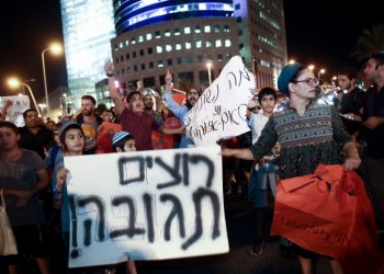 Residents of southern Israel protest for better security at the entrance to Tel Aviv, on October 28, 2018. Photo by Miriam Alster/Flash90 *** Local Caption *** ??? ???? ???? ????? ???? ??? ?????? ?????