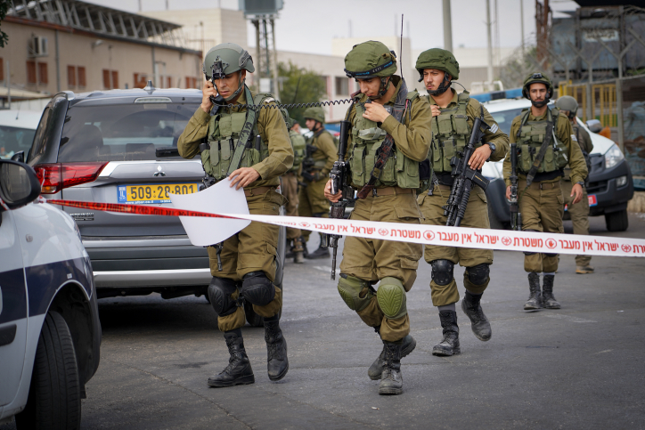 Israeli security forces at the scene of a shooting attack in Barkan industrial zone in the West Bank on October 7, 2018. Photo by Flash90 *** Local Caption *** ??? ????? ????? ???? ????? ?????