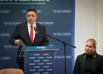 Head of the Zionist Union party Avi Gabbay and head of opposition Tzipi Livni during  a statement in the Kneeset, the Israeli parliament in Jerusalem on January 1, 2019. Photo by Yonatan Sindel/Flash90 *** Local Caption *** ??? ???? ???? ????? ?????? ????? ???? ???? ???? ???????
