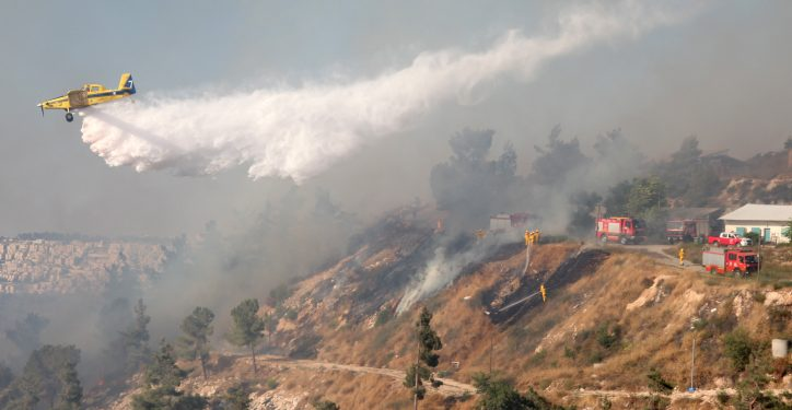 Israeli firefighter airplanes try to extinguish a large fire raging near Jerusalem's, causing residents in the area to evacuate their homes. July 2, 2014. Photo by Flash90 *** Local Caption *** ????? ??? ??????? ???? ????? ????