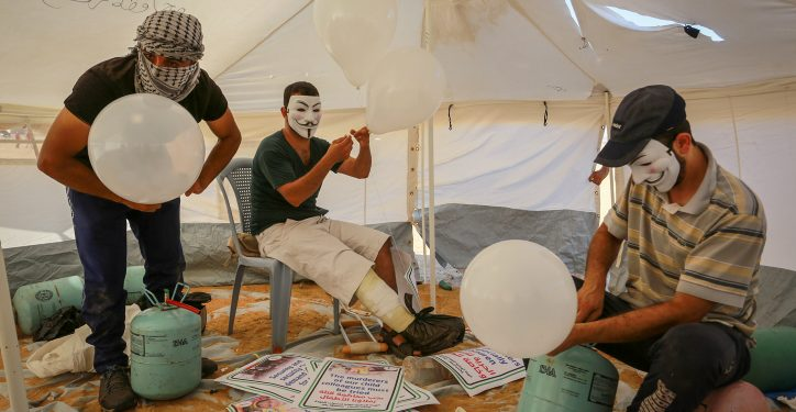 Palestinians prepare balloons that will be attached to flammable material, during clashes with Israeli security forces on the Gaza Israeli border east Rafah, in the southern Gaza Strip, on August 10, 2018. Photo by Abed Rahim Khatib/Flash90 *** Local Caption *** ????? ??? ??????? ?????? ????? ???????? ???? ????? ?????? ?????? ????? ????? ???