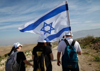 Israelis take part in an annual 8-km march in the Jordan Valley, led by Minister of Interior Affairs Gideon Saar (not seen). February 21, 2014. Photo by Yonatan Sindel/FLASH90 *** Local Caption *** ???? ????? ???? ??? ?????