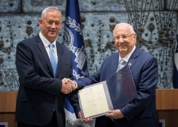 Israeli president Reuven Rivlin presents Blue and White party leader Benny Gantz with the mandate to form a new Israeli government, after PM Netanyahu's failure to form one, at the President's Residence in Jerusalem on October 23, 2019. Photo by Yonatan Sindel/Flash90 *** Local Caption *** ????? ????? ??? ??? ?????? ?????? ??? ????? ?????? ???????? ???????