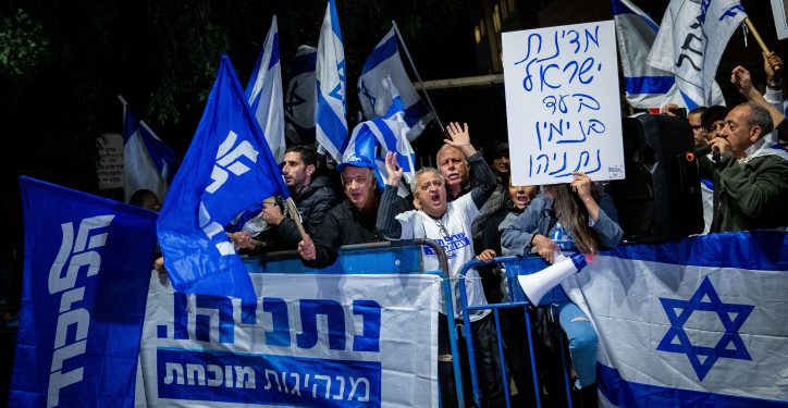 Supporters of Israeli Prime Minister Benjamin Netanyahu show their support outside the PM's residence in Jerusalem, following the announcement by Attorney General Avichai Mandelblit where he announced his decision that PM Netanyahu will stand trial for bribery, fraud and breach of trust in three different corruption cases, dubbed by police Case 1000,  Case 2000 and Case 4000. November 30, 2019. Photo by Yonatan Sindel/Flash90 *** Local Caption *** ????? ??? ?????? ?????? ?????? ??? ???? ????? ???????