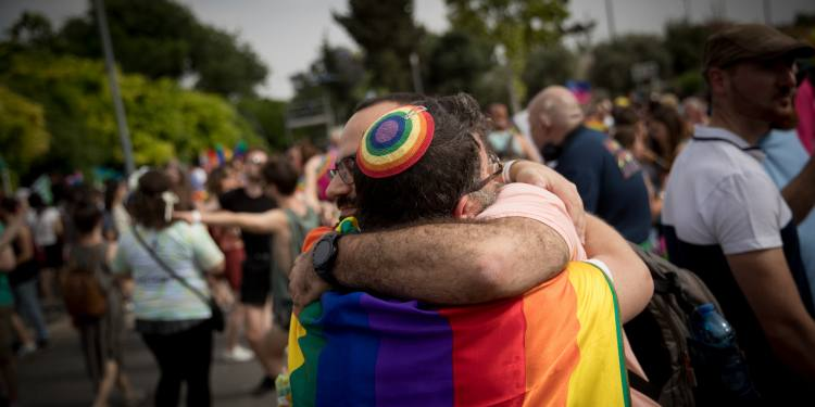 Thousands of people take part in the annual Gay Pride Parade in Jerusalem, on June 6, 2019. Photo by Yonatan Sindel/Flash90 *** Local Caption *** מצעד הגאווה להטב אבטחה משטרה בידוק בטחוני