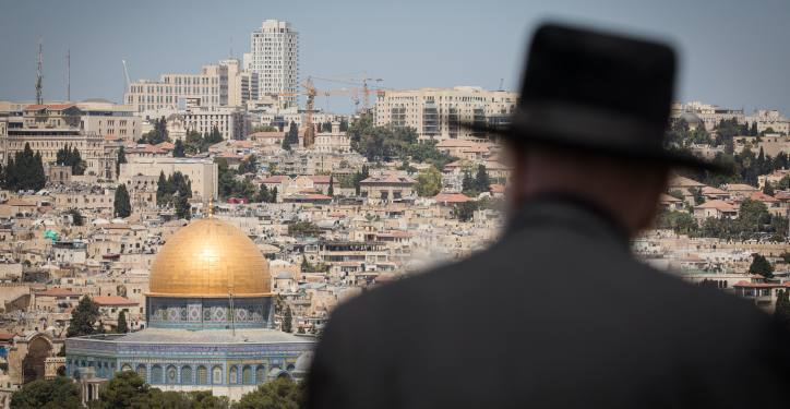 An Ultra Orthodox Jewish man looks at the view of the Dome of the Rock and the Temple Mount from the lookout of the Mount of Olives overlooking the Old city of Jerusalem, on August 11, 2019. Photo by Noam Revkin Fenton/Flash90 *** Local Caption *** ?? ?????? ?? ???? ?????? ?????? ???? ??? ??? ????? ??????? ???????