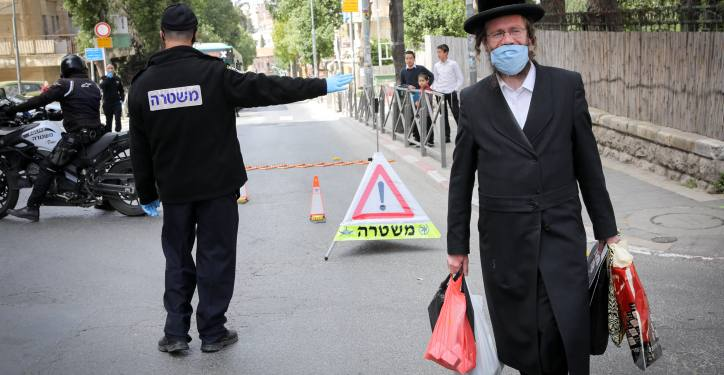 """Police check drivers at a temporary """"checkpoint"""" near the ultra orthodox Jewish neighborhood of Meah Shearim which is now a restricted zone, in order to prevent the spread of the Coronavirus. April 07, 2020. Photo by Olivier Fitoussi/Flash90 *** Local Caption *** ??? ????? ????? ????? ?????? ???? ????"""