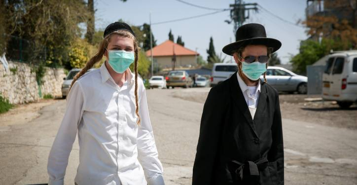 People wear face masks to protect themselves from the Coronavirus, in Tzfat, April 03, 2020. Photo by David Cohen/Flash90 *** Local Caption *** ?????? ???? ???