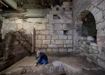 An archeologist from the Israeli Antiquity Authority at the site of a 2nd Temple Subterranean System Discovered at the Western Wall tunnels underneath Jerusalem's Old City on May 19, 2020. Photo by Yonatan Sindel/Flash90 *** Local Caption *** ??????????? ??????? ??? ? ????? ???? ??????????? ????? ? ???? ?????? ???? ???????
