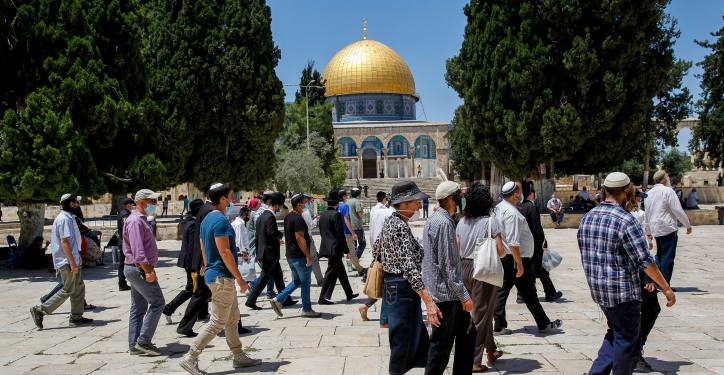 Israeli security forces escort a group of religious Jews as they visit the Temple Mount, also known as Haram al Sharif, in Jerusalem's Old City, after it was reopened to the public, May 31, 2020. Photo by Sliman Khader/Flash90 *** Local Caption *** ?? ???? ?? ???? ???? ???? ?????? ????? ?????? ????? ?????? ?????? ????? ??? ?????