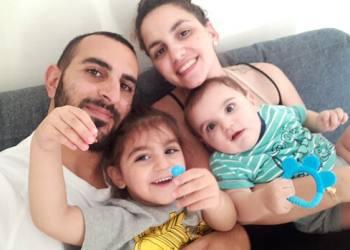התמונה האחרונה של יותם עובדיה ומשפחתו. צולמה שעתיים לפני שנרצח