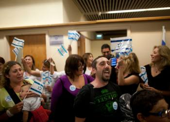 Hundreds of French immigrants arrived at Ben-Gurion Airport on Wednesday, July 16, 2014, to start new lives in Israel. A large group of the new immigrants are said to move to Southern Israel, currently under constant rocket fire from Gaza as Israel's Operation Protective Edge entered its 10th day. Photo by Flash90   *** Local Caption *** ????? ????? ????? ?????? ????? ????? ?????? ???? ???? ?????? ??? ????? ?? ??????