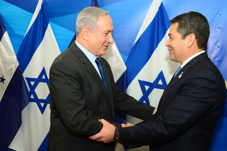 Prime Minister Benjamin Netanyahu meets with President of Honduras, Juan Orlando Hernández, in Jerusalem on October 29, 2015. Photo by Kobi Gideon / GPO ***HANDOUT EDITORIAL USE ONLY/NO SALES*** *** Local Caption *** ??? ?????? ?????? ?????? ???? ?? ???? ??????? ???? ??????? ??????