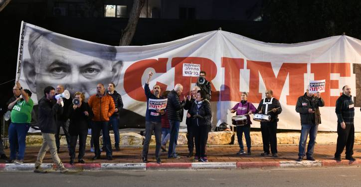 Activists protest against Israeli prime minister Benjamin Netanyahu outside the 'Likud' party conference in Ramat Gan, March 04, 2019. Photo by Gili Yaari/Flas90  *** Local Caption *** ????? ??????  ??? ?????? ????? ????? ????? ????? ??? ???? ??? ????? ????