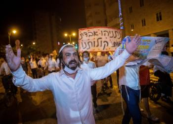 Ultra orthodox Jews from the chassidic Breslev sect protest against PM Benjamin Netanyahu, demanding a solution which would allow them to fly to Uman. August 29, 2020. Photo by Yonatan Sindel/Flash90 *** Local Caption *** ????? ????? ????? ??? ???? ????