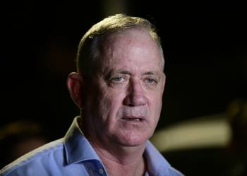 Alternate Prime Minister and Minister of Defense Benny Gantz speaks to the media outside his home, during a protest of Israeli workers from the culture and art industry in Rosh Haayin, on August 9, 2020. Photo by Tomer Neuberg/Flash90 *** Local Caption *** ??? ????? ??????? ??? ??? ??? ??? ?? ???????